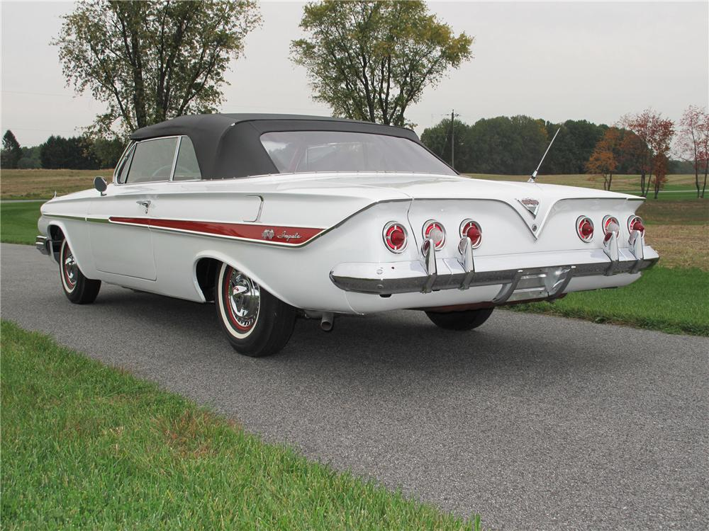 1961 CHEVROLET IMPALA SS CONVERTIBLE - Rear 3/4 - 116407