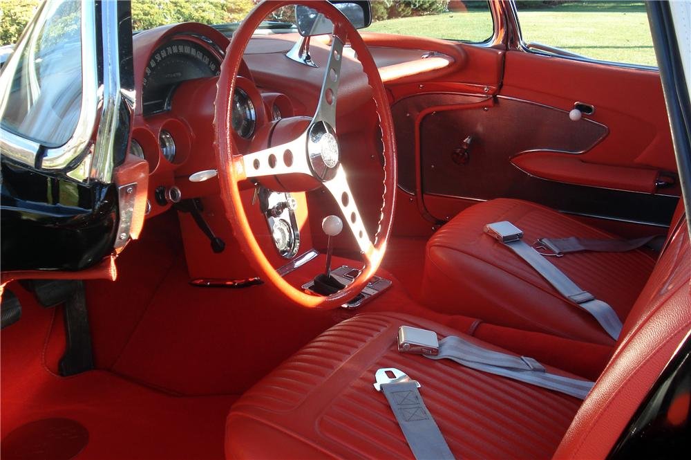 1958 CHEVROLET CORVETTE CONVERTIBLE - Interior - 116439
