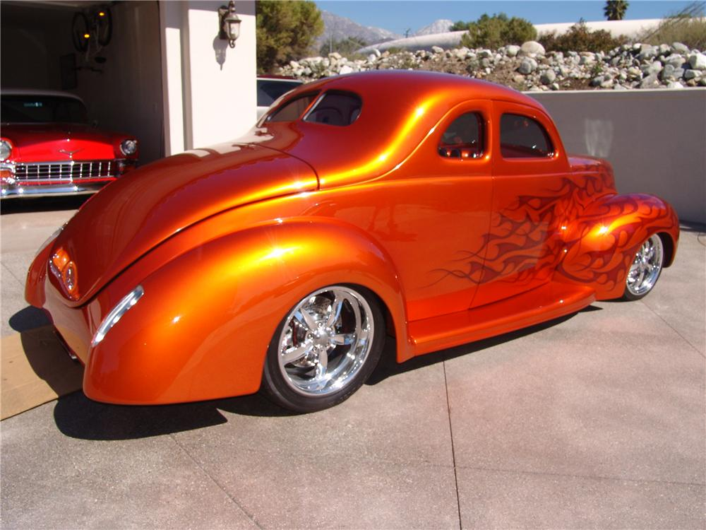1939 FORD CUSTOM DELUXE 2 DOOR COUPE - Rear 3/4 - 116460