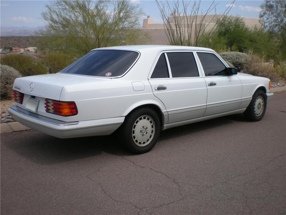 1990 MERCEDES-BENZ 420SEL SEDAN - Rear 3/4 - 116500