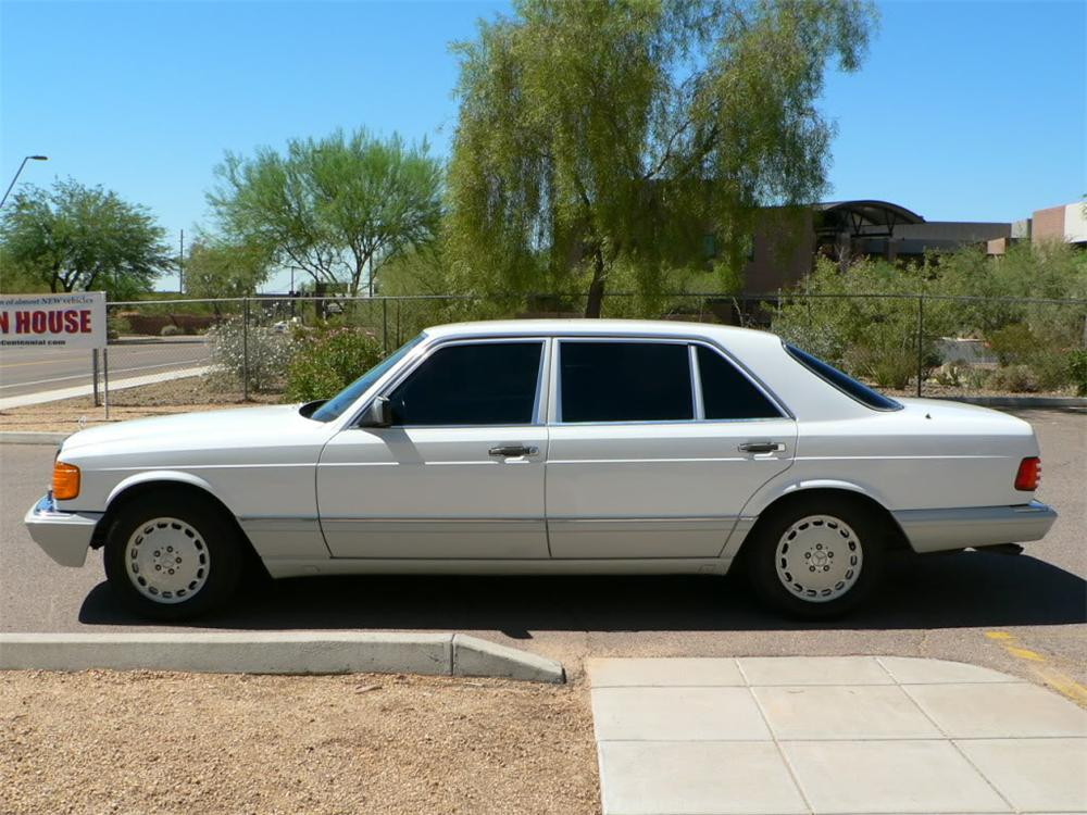 1990 MERCEDES-BENZ 420SEL SEDAN - Side Profile - 116500