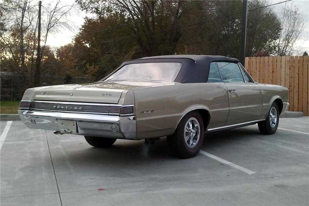 1965 PONTIAC GTO CONVERTIBLE - Rear 3/4 - 116508