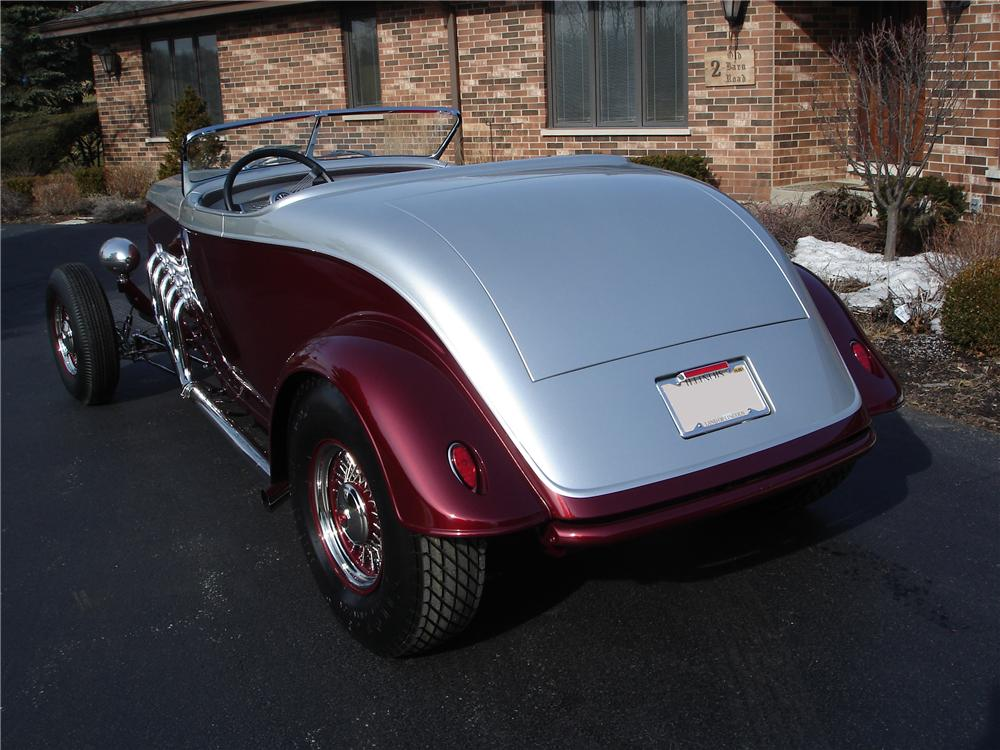 1934 FORD CUSTOM ROADSTER - Rear 3/4 - 116511
