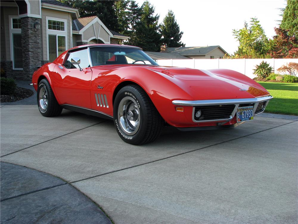 1969 CHEVROLET CORVETTE COUPE - Front 3/4 - 116515