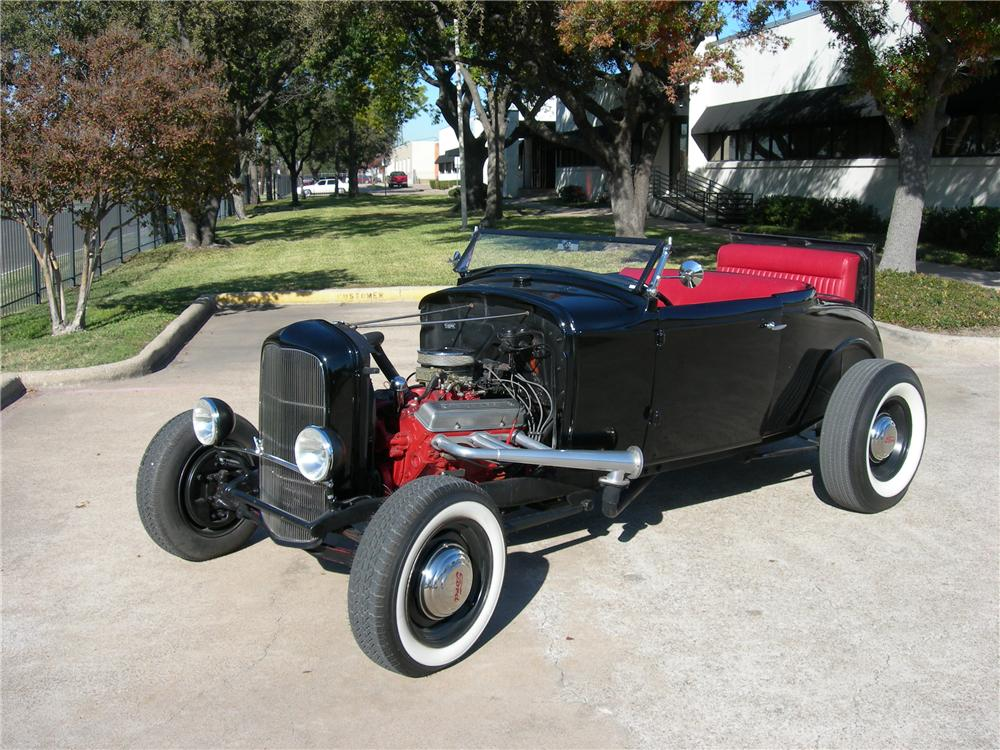 1930 FORD CUSTOM ROADSTER - Front 3/4 - 116516