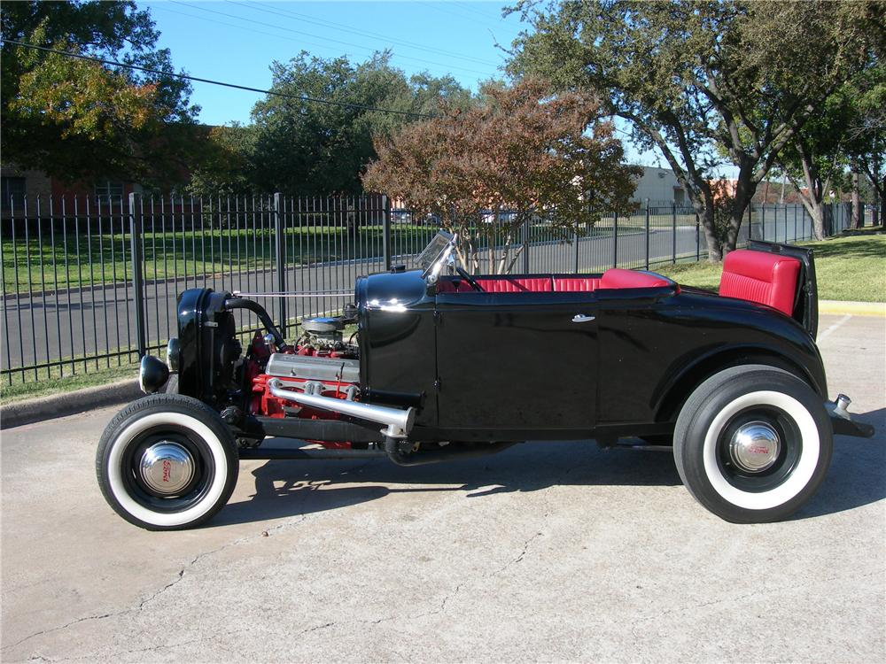 1930 FORD CUSTOM ROADSTER - Side Profile - 116516