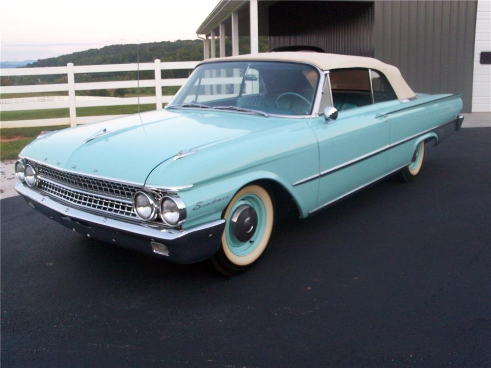 1961 FORD GALAXIE CONVERTIBLE - Front 3/4 - 116529
