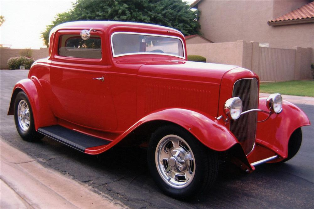 1932 FORD CUSTOM COUPE - Front 3/4 - 116760