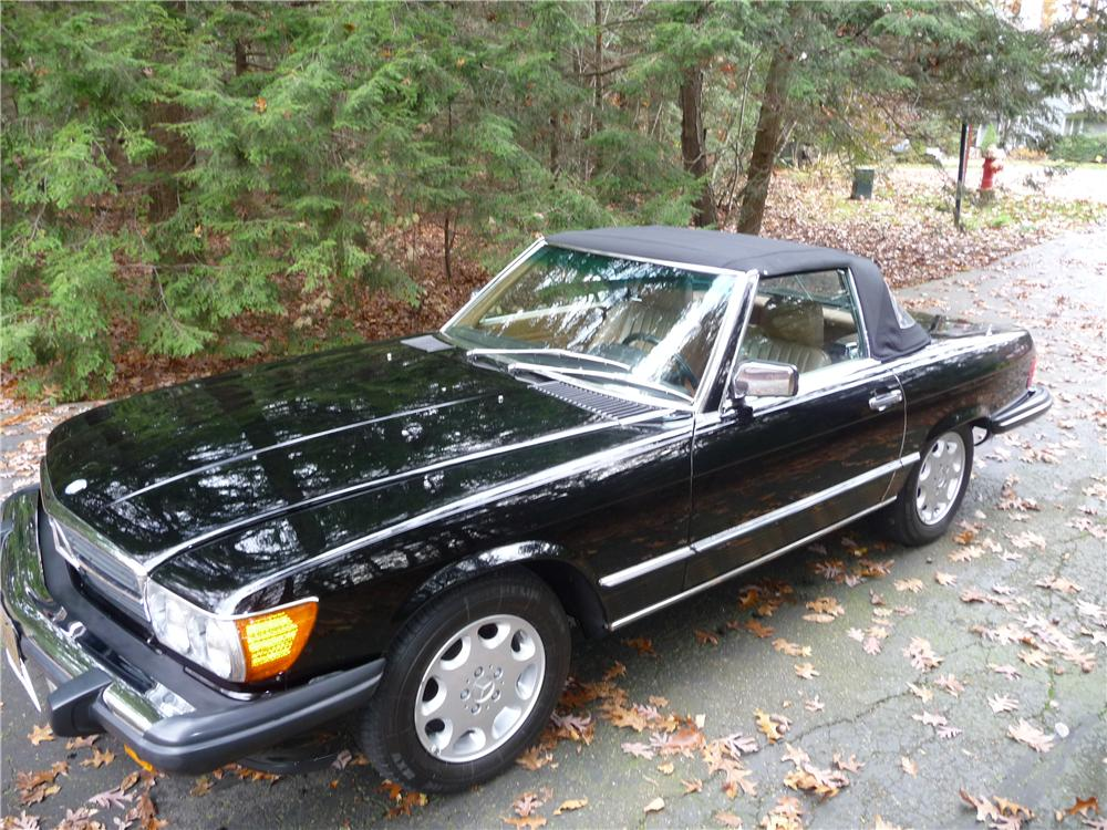 1986 MERCEDES-BENZ 560SL ROADSTER - Front 3/4 - 116802