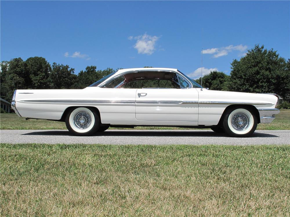1961 PONTIAC BONNEVILLE 2 DOOR HARDTOP - Side Profile - 116807
