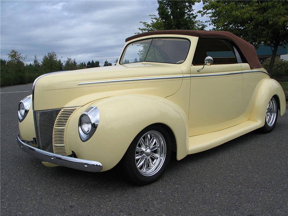 1940 FORD CUSTOM CONVERTIBLE - Front 3/4 - 117004
