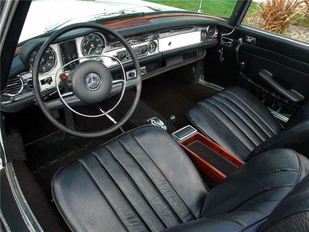 1969 MERCEDES-BENZ 280SL ROADSTER - Interior - 117010