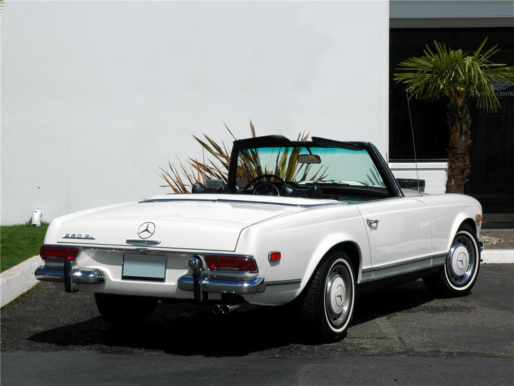 1969 MERCEDES-BENZ 280SL ROADSTER - Rear 3/4 - 117010
