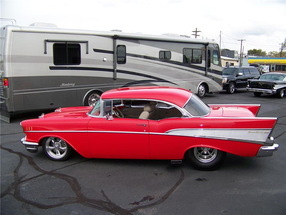 1957 CHEVROLET BEL AIR CUSTOM 2 DOOR HARDTOP - Side Profile - 117053