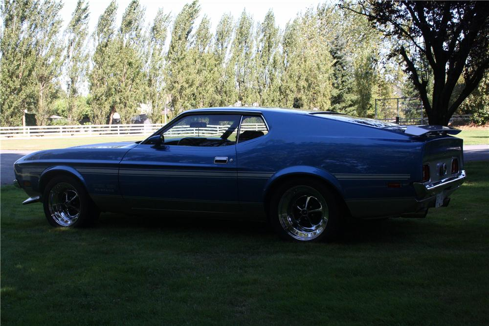 1971 FORD MUSTANG FASTBACK - Side Profile - 117063