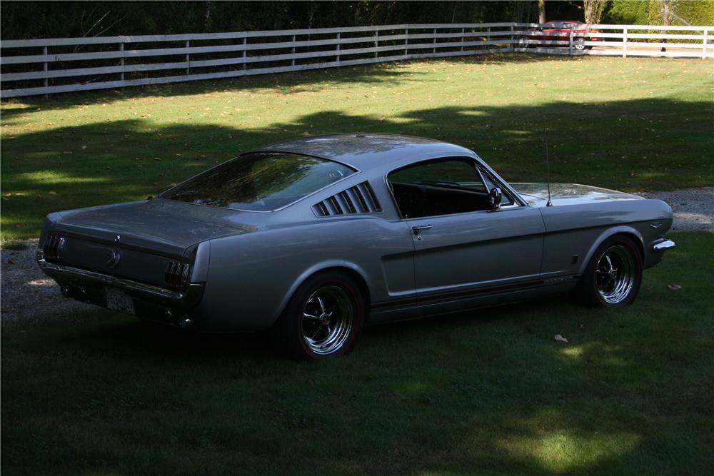 1966 FORD MUSTANG FASTBACK - Rear 3/4 - 117064