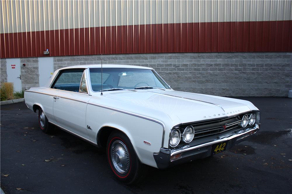 1964 OLDSMOBILE 442 2 DOOR COUPE - Front 3/4 - 117071