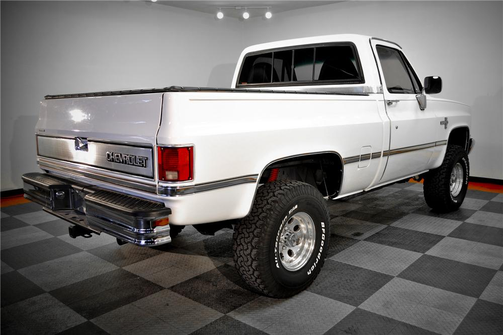 1987 CHEVROLET SILVERADO 10 PICKUP - Rear 3/4 - 117079