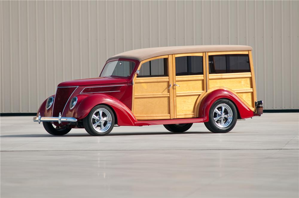 1937 FORD CUSTOM WOODY WAGON - Front 3/4 - 117096