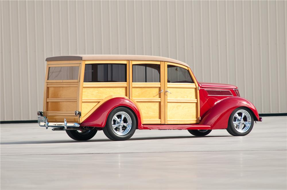 1937 FORD CUSTOM WOODY WAGON - Rear 3/4 - 117096