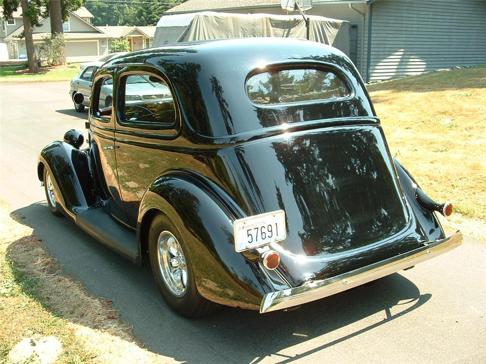 1936 FORD CUSTOM 2 DOOR SEDAN - Rear 3/4 - 117135