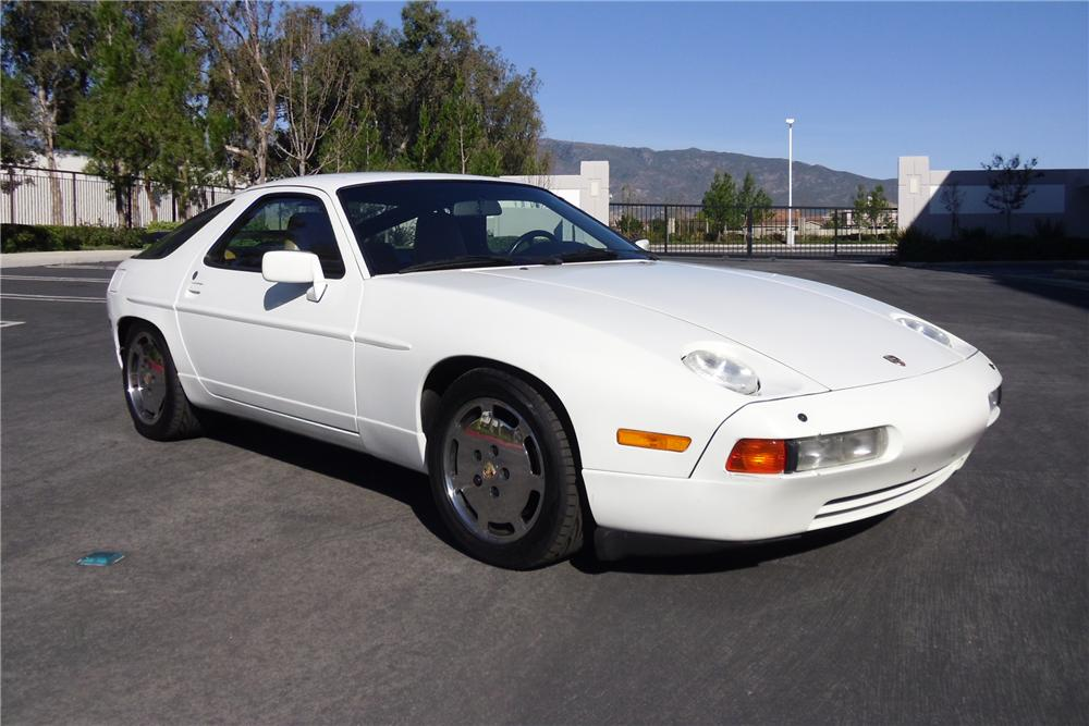 1989 PORSCHE 928 2 DOOR COUPE - Front 3/4 - 117170