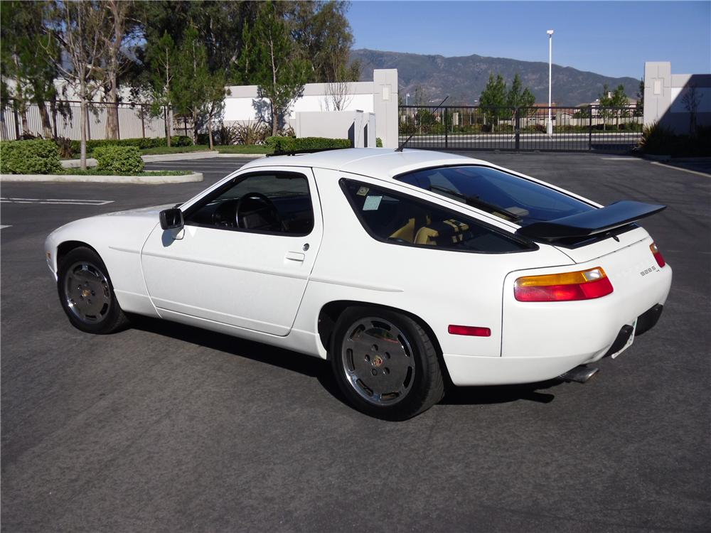 1989 PORSCHE 928 2 DOOR COUPE - Rear 3/4 - 117170