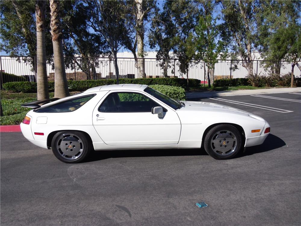 1989 PORSCHE 928 2 DOOR COUPE - Side Profile - 117170