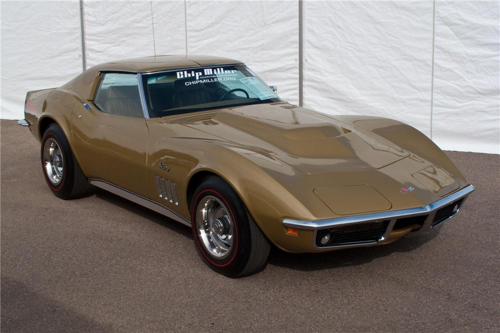 1969 CHEVROLET CORVETTE COUPE - Front 3/4 - 117204