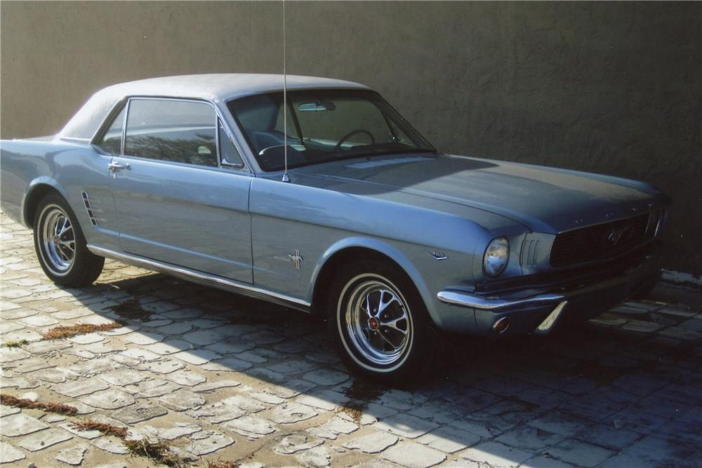 1966 FORD MUSTANG 2 DOOR COUPE - Front 3/4 - 117210