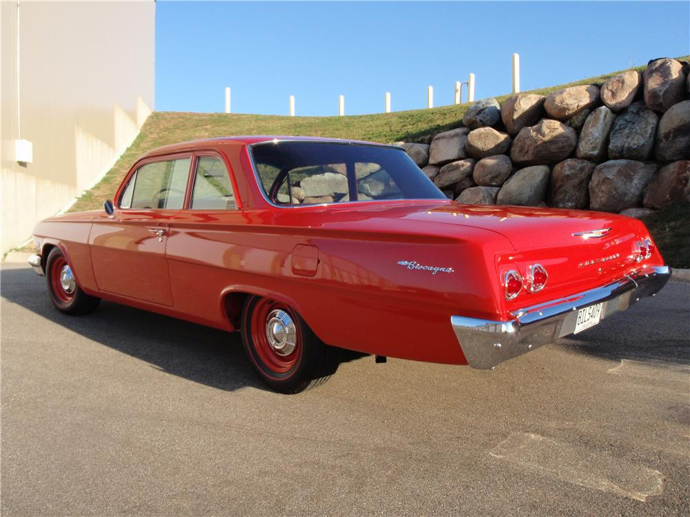 1962 CHEVROLET BISCAYNE 2 DOOR SEDAN - Rear 3/4 - 117241