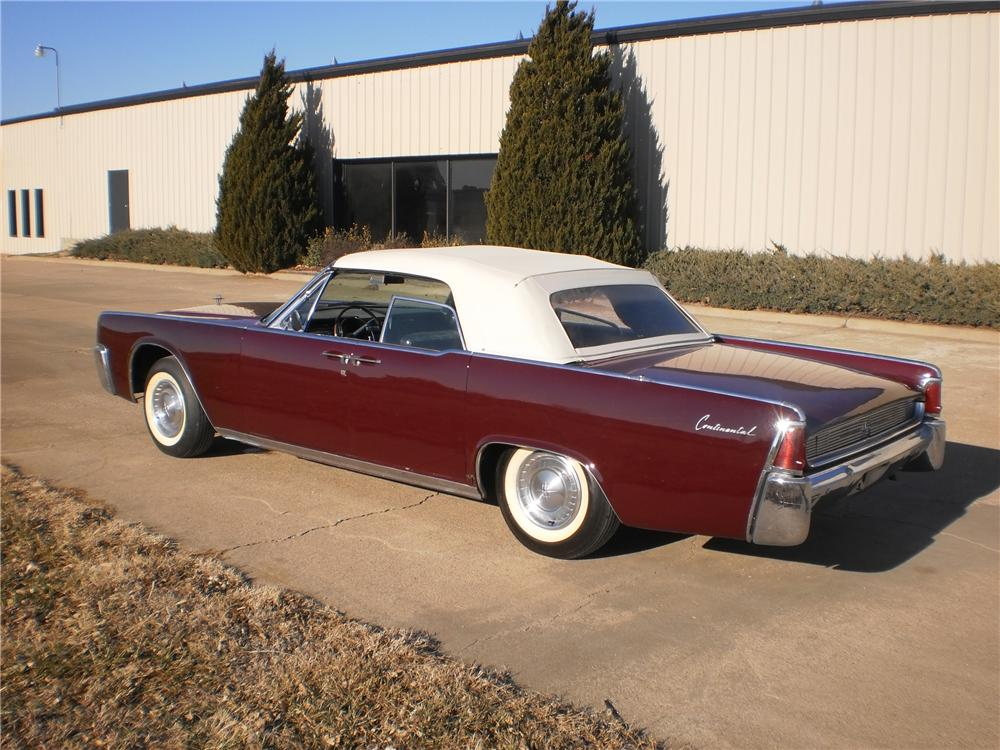 1961 LINCOLN CONTINENTAL CONVERTIBLE - Rear 3/4 - 117251