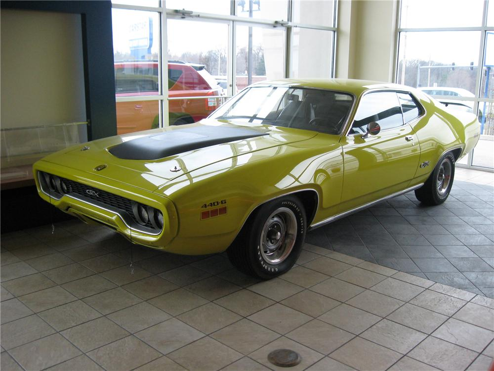 1971 PLYMOUTH GTX 2 DOOR COUPE - Front 3/4 - 117254