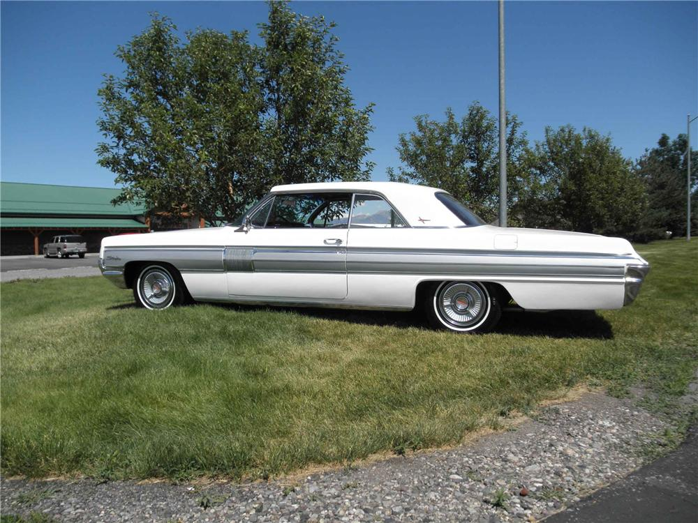 1962 OLDSMOBILE STARFIRE 2 DOOR HARDTOP - Side Profile - 117262