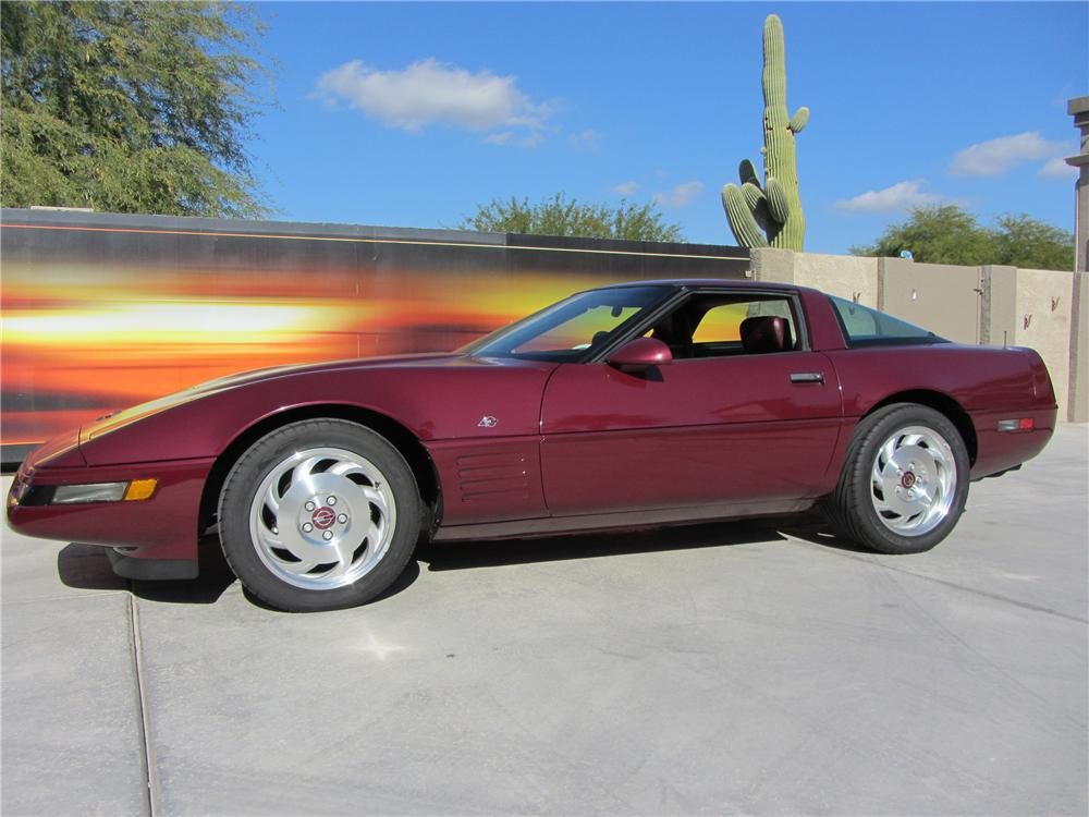1993 CHEVROLET CORVETTE 40TH ANNIVERSARY COUPE - Front 3/4 - 117265