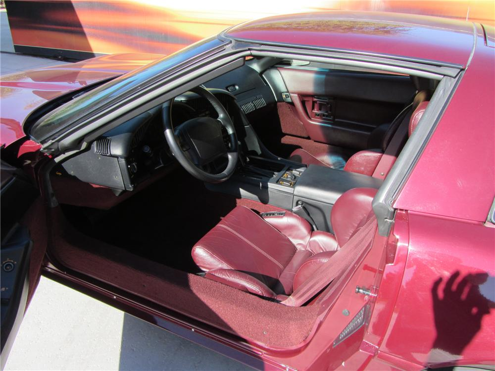 1993 CHEVROLET CORVETTE 40TH ANNIVERSARY COUPE - Interior - 117265