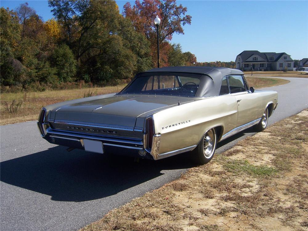1964 PONTIAC BONNEVILLE CONVERTIBLE - Rear 3/4 - 117279