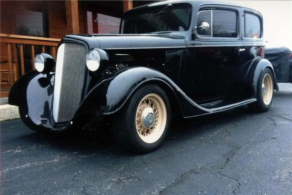 1934 CHEVROLET CUSTOM 2 DOOR SEDAN - Front 3/4 - 117283