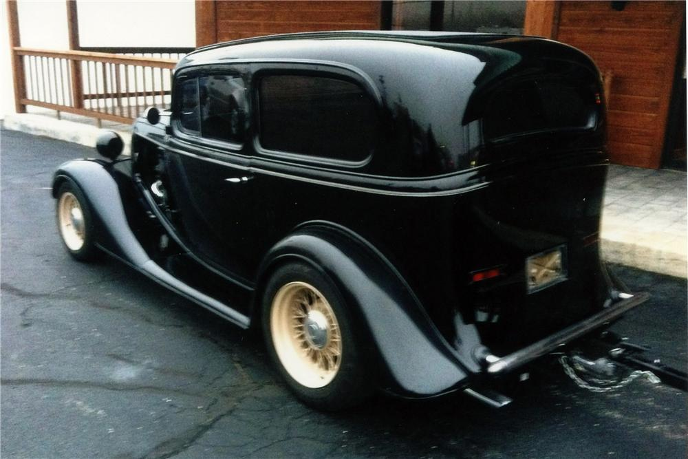 1934 CHEVROLET CUSTOM 2 DOOR SEDAN - Rear 3/4 - 117283
