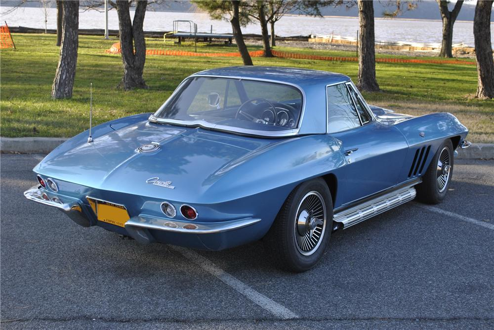 1965 CHEVROLET CORVETTE CONVERTIBLE - Rear 3/4 - 117293
