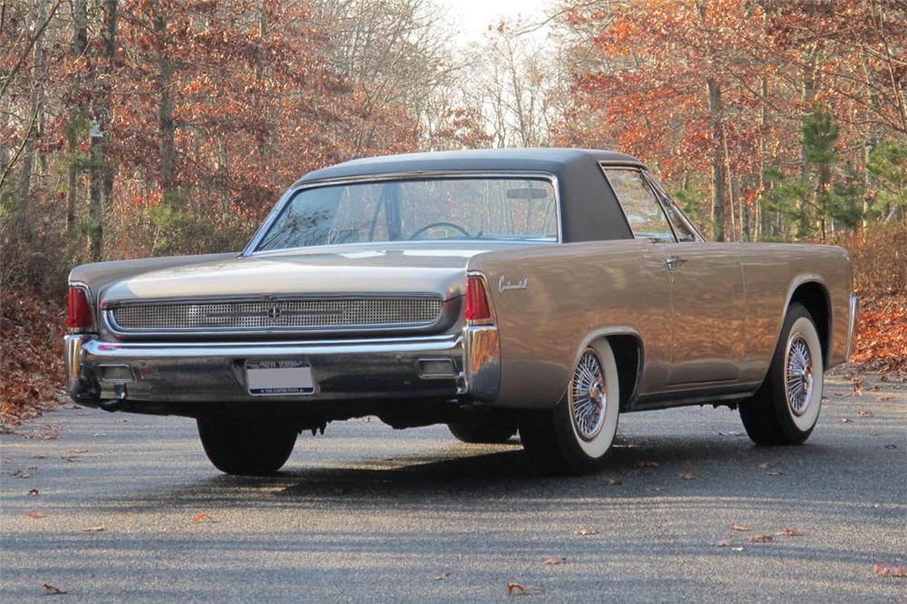1962 LINCOLN CONTINENTAL CUSTOM 2 DOOR COUPE - Rear 3/4 - 117301