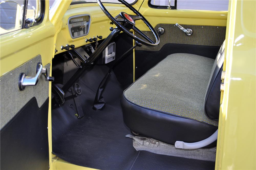 1955 FORD F-100 PICKUP - Interior - 117343