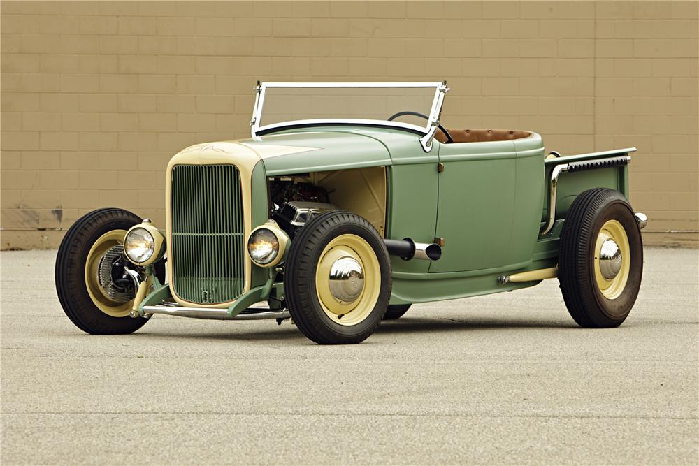 1930 FORD ROADSTER PICKUP - Front 3/4 - 117347