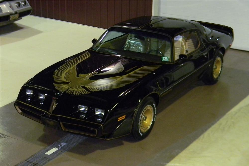 1981 PONTIAC TRANS AM 2 DOOR COUPE - Front 3/4 - 117383