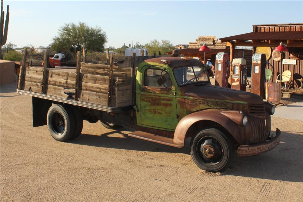 1946 CHEVROLET FLAT BED TRUCK - Front 3/4 - 117418