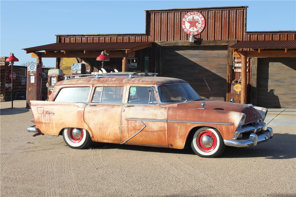 1956 PLYMOUTH SUBURBAN STATION WAGON - Front 3/4 - 117423