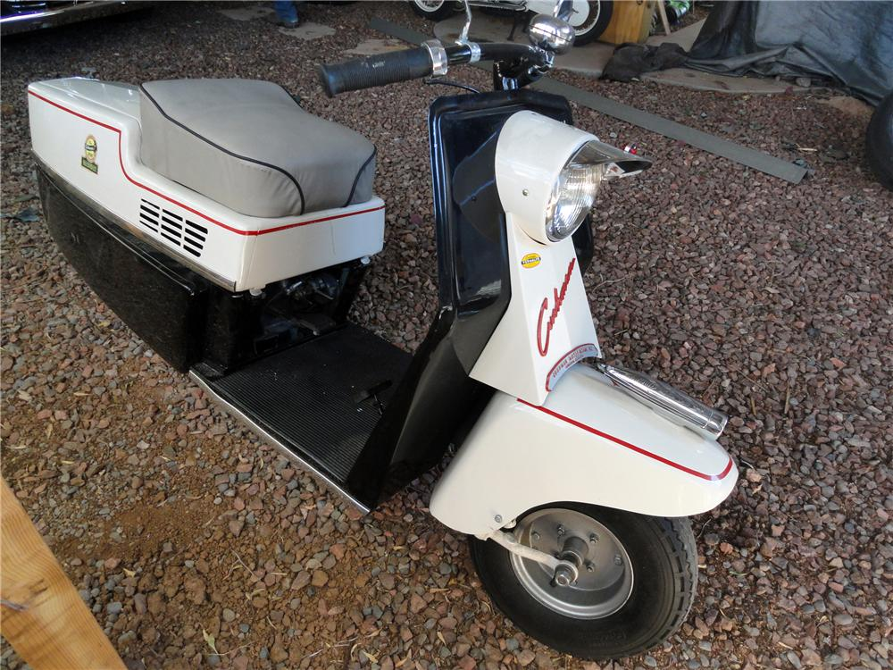 1958 CUSHMAN PACEMAKER SCOOTER - Front 3/4 - 117432