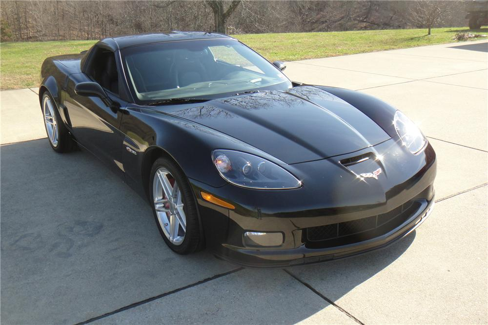 2006 CHEVROLET CORVETTE COUPE - Front 3/4 - 117456