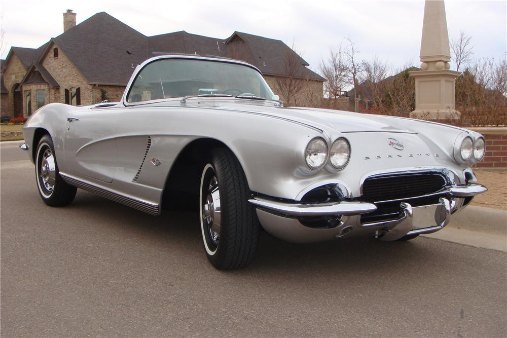 1962 CHEVROLET CORVETTE CONVERTIBLE - Front 3/4 - 117457