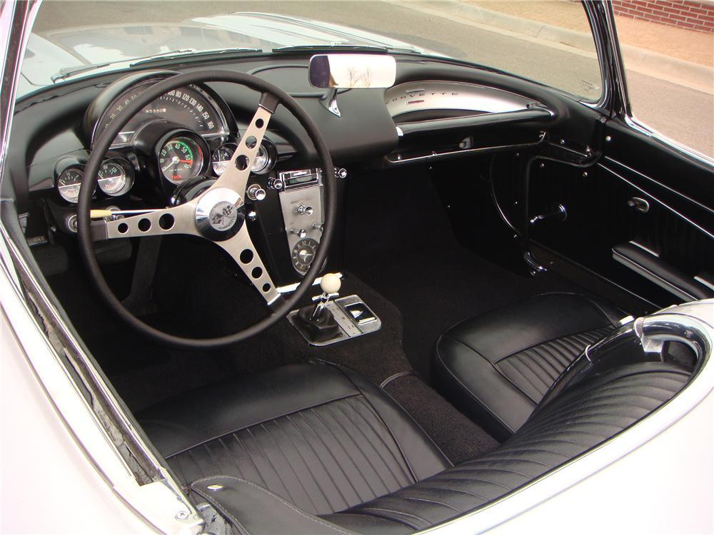 1962 CHEVROLET CORVETTE CONVERTIBLE - Interior - 117457